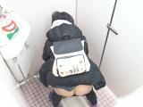 若い女の子のトイレ盗撮動画