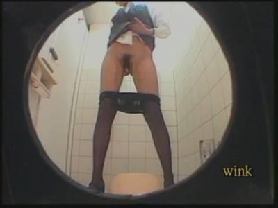トイレ盗撮動画なら拭き取りシーン