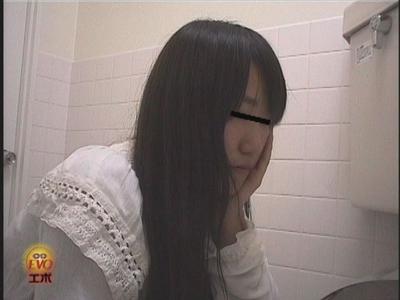 可愛女の子のうんこトイレJADENET