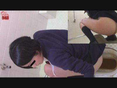 JK下痢お漏らしうんこトイレ覗き見