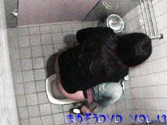 あの子のトイレを上から覗き見