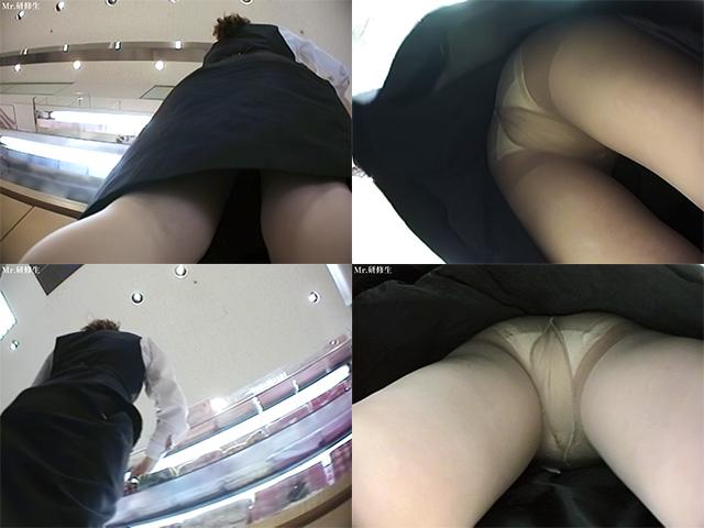 可愛らしい店員さんのスカートの中は?