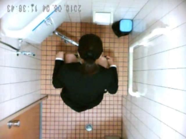 和式トイレ おしっこう○こ 3名 リクスーお姉さん他 2カメ
