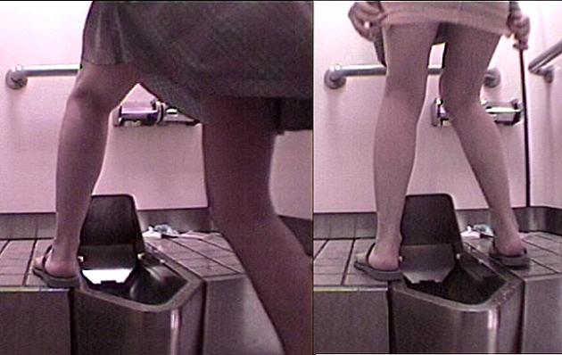 のぞき.コムトイレ盗撮動画靴を拭きながら小をするお姉様
