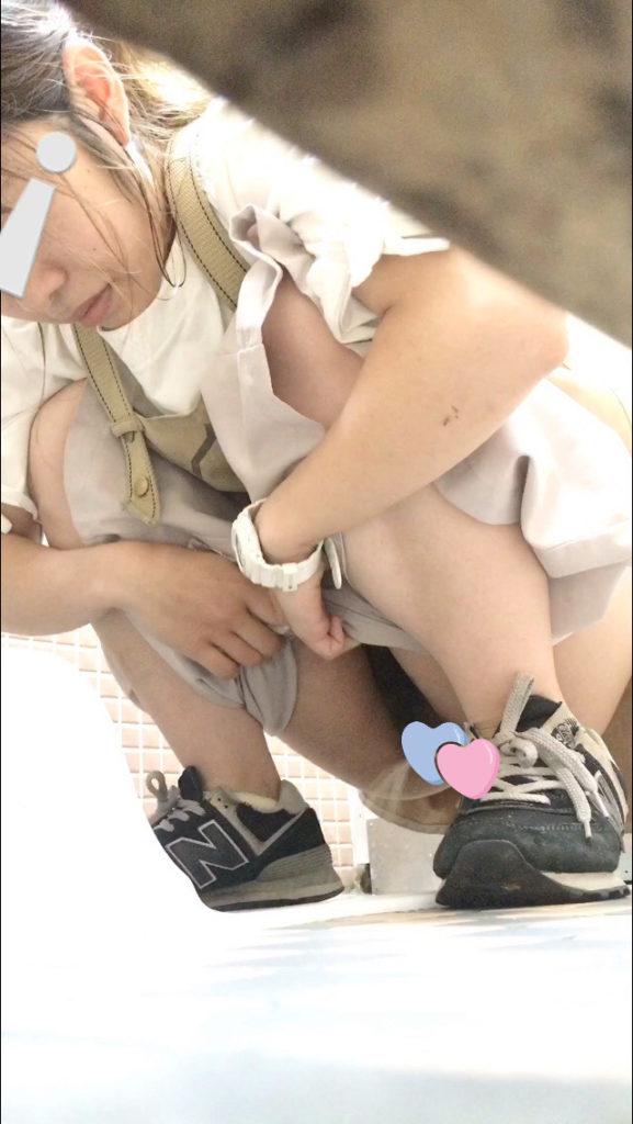 (無)いまどきの若い娘が和式トイレでおしっこ