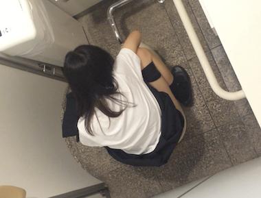 【流出】某首都圏私立JKトイレ盗撮 和式ver. ①