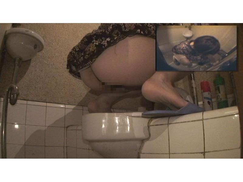 和式の古いトイレ…そこに二台の隠しカメラを設置