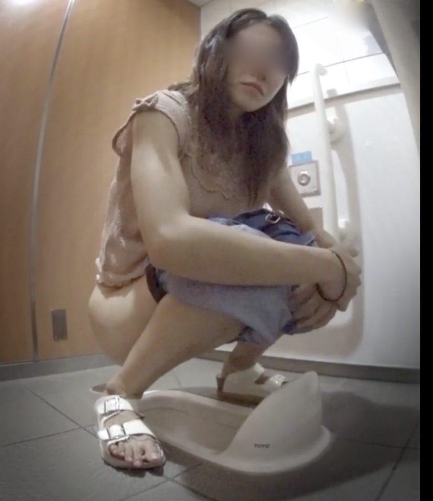 トイレ盗撮! オタサーの姫の痴態!