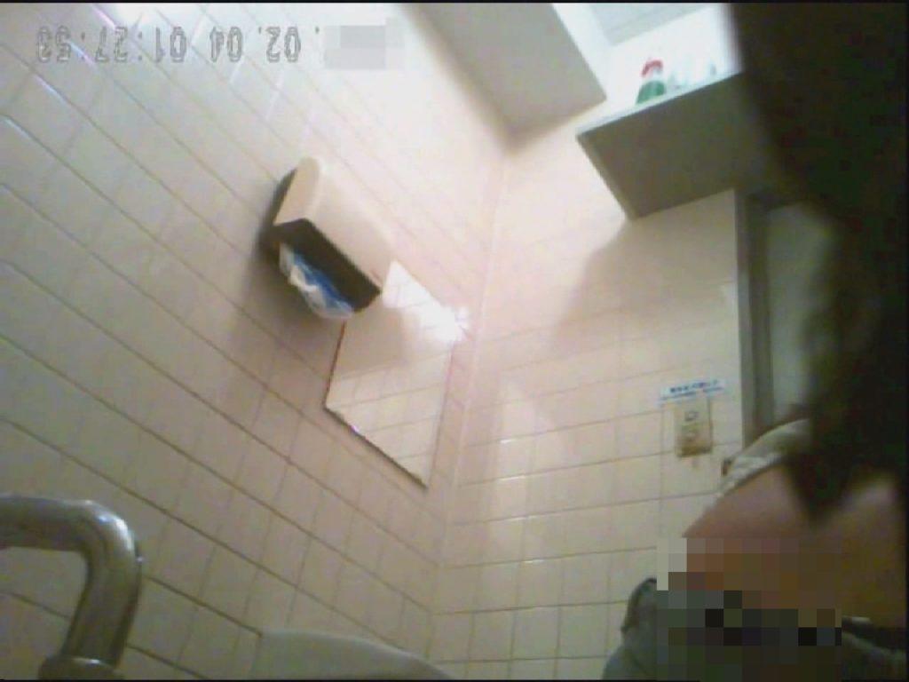 和式便所マルチアングル 轟さんの 和式便所糞尿盗撮 後ろから前から File.002