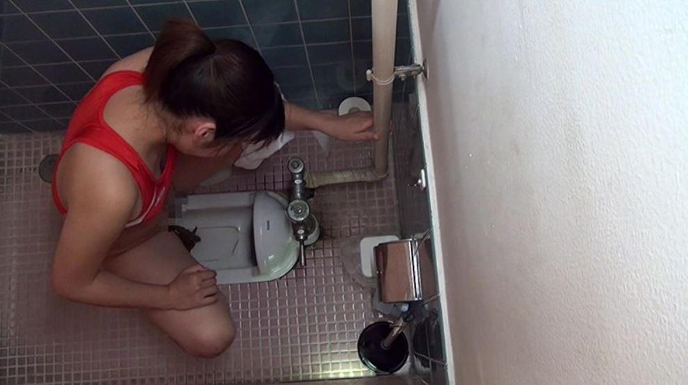 今どきの女子校生の和式トイレ盗撮映像が流出!